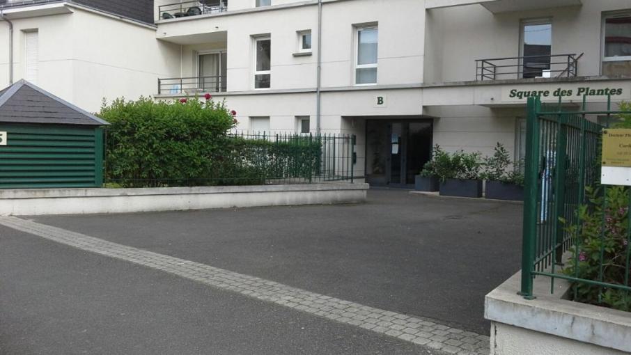 cheveau_sandrine_orleans_vue_depuis_la_rue_100930122_003